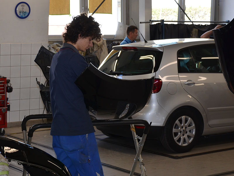 Freie Ausbildungsplätze 2020: Autohaus Frisch